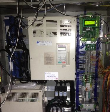 elevator-control with green panel